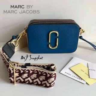 AUTHENTIC MARC JACOBS SNAPSHOT SLING BAG
