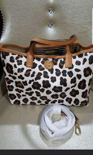 🚚 Tory Burch Tote - Price to clear