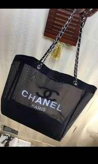 🚚 Chanel gold chain sling bag