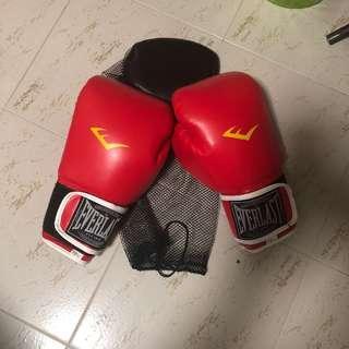 🚚 Everlast, boxing gloves red