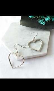 🚚 Heart Earrings