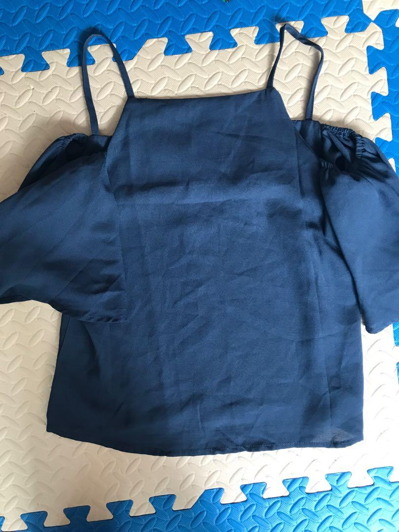 Hollyhoque Cold Shoulder Top in Blue (S)