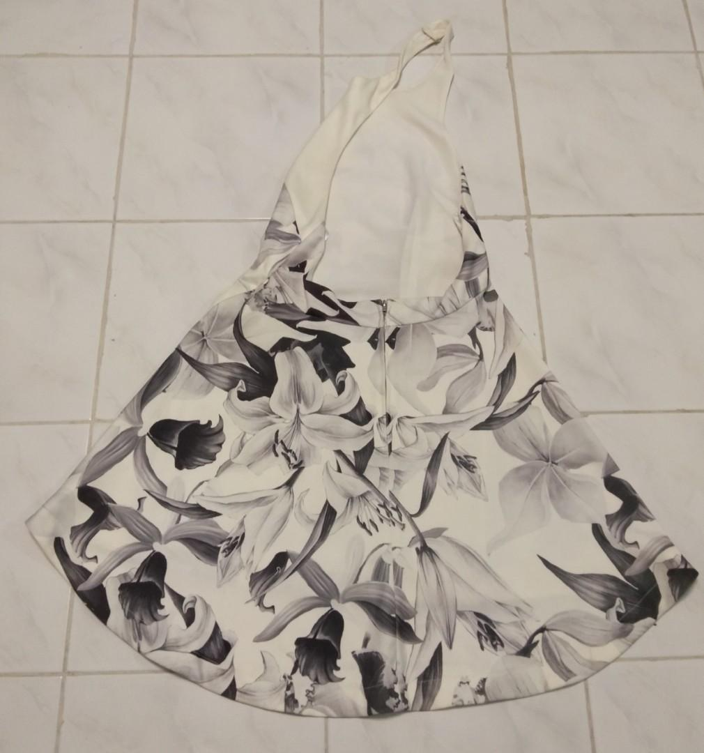 Near BRAND NEW! Black and white high neck floral dress