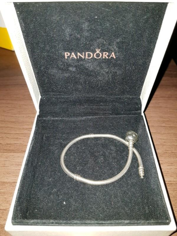 PANDORA's classic,  sterling silver  bracelet iheart-shaped clasp