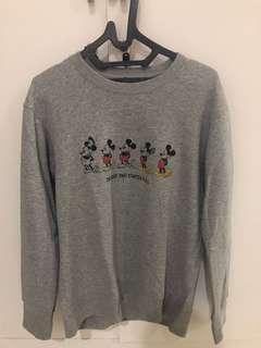 Uniqlo disney edition sweater bukan zara pull and bear h&m