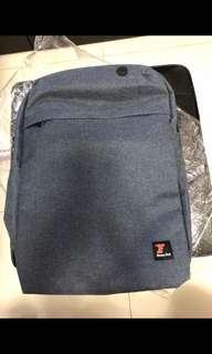 """Fitness First 背囊 7-80%new(可放14"""" notebook)"""
