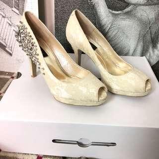🚚 Melrose 蕾絲魚口高跟鞋