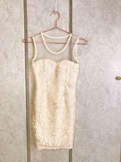 🚚 杏色透膚無袖蕾絲背心洋裝短裙