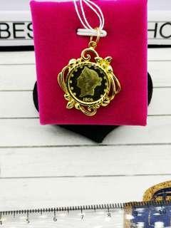 🚚 916 gold queen Elizabeth pendant