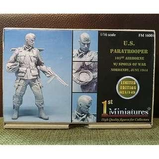 【原裝正版※樹脂兵】1/16 FM 16001 U.S. PARATROOPER 101ST AIRBORNE W SPOILS OF WAR NORDANDY,JUNE 1944(LIMITED EDITION 021 149)