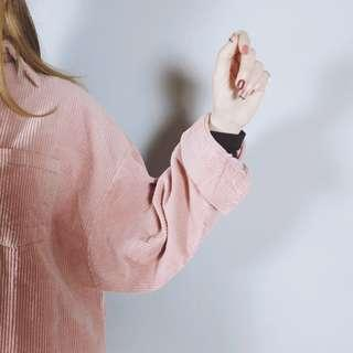 🚚 📛熱銷搶購款🐱Fussy Cat🐱髒粉色寬鬆百搭燈芯絨衫 (可當外套) B191611