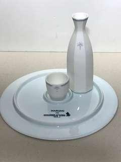 SINGAPORE AIRLINES SAKE DECANTER, CUP TRAY