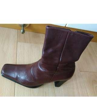 女装真皮短靴80%NEW),原价$2XXX, 现平让$200