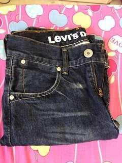 Levis Jean 525 W28 L32