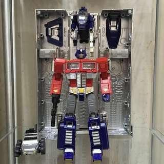 Transformers Optimus Prime KBBMP10-V with trailer