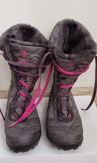 Columbia winter boots size 5 us