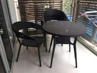 🚚 Outdoor / Balcony Table & chairs