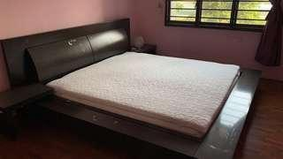 🚚 King size bed with mattress