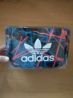 🚚 adidas側背包(內容看清楚)