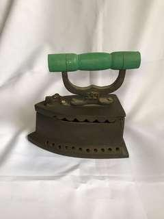 🚚 [FREE DELIVERY WITHIN CCK] traditional iron
