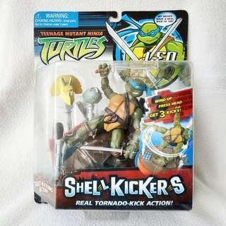 (MOC) 2006 Playmates Teenage Mutant Ninja Turtles Shell Kickers Leonardo Action Figure - Mint Condition