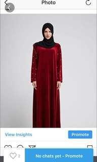 SALE velvet dress with pearl. Size L kecil warna maroon.