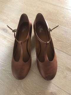 Size 42 tan heels