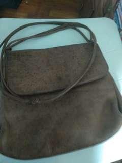 🚚 Vintage mariella leather sling bag