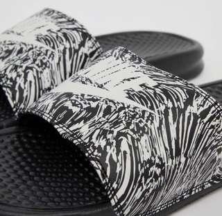 AUTHENTIC Nike Benassi JDI Slides