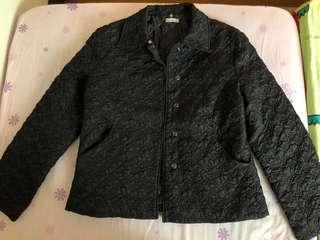 🚚 櫃牌HOHO香港製滿滿黑色壓花鋪棉外套