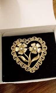Avon vintage flowers brooch