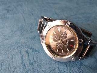 Yintai 女庄 夜光 鋼帶手錶一隻。