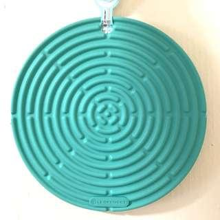 Le creuset silicone hot pad cool mint