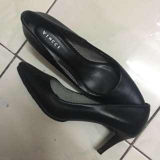 Vincci Kitten Heels - Black