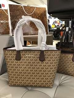 🚚 (Instock) FREE POUCH! Authentic MK Michael Kors Candy Large Reversible Tote