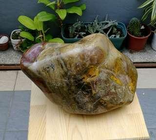 天然七彩木化玉帶紫葡萄水晶伴生礦超大擺件/天然億萬年木化石帶紫葡萄水晶整棵原礦直接拋光,天然色無人為加工過,重約15公斤