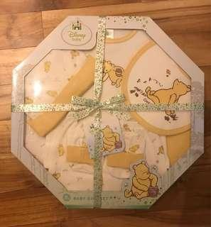 Disney baby Pooh gift set, perfect for baby shower gift!