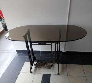 🚚 Vintage Dining Table
