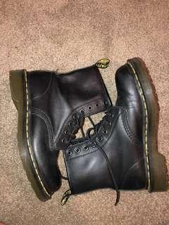 Black 1460 8 Eye Nappa Dr Martens boots