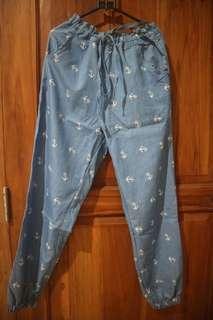 Celana Biru