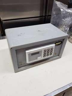 Premier small safe box