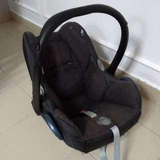 Baby car seat Maxi Cosi Preloved (BOOKED)
