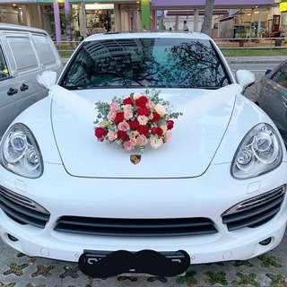 Wedding Car / Bridal Car with Fresh Flowers Centerpiece