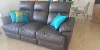 🚚 Leather sofa with recliner
