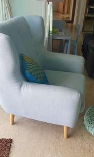 🚚 Luxurious arm chair in calm blue