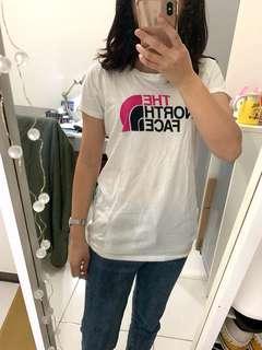 🚚 美國outlet帶回 The north face 女生白色logo短袖踢