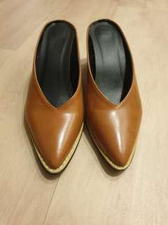 Minimalist Brown Pointed Toe Mules