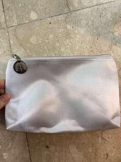 🚚 Raffles hotel toiletry bag