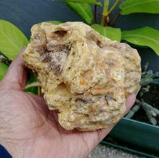 🚚 天然大塊天眼珠紋特級香琥珀原礦擺件/100%純天然無加工過的特級品,燃燒香味十足,重約380公克,便宜出清538元