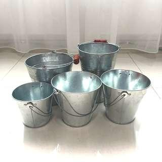 [For Rent] Small Tin Bucket